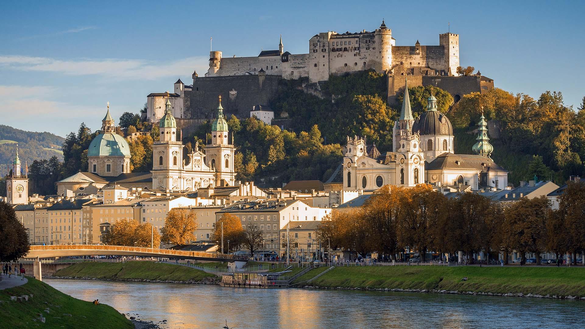 Kulisse von Salzburg mit Blick auf die Salzach und die Festung Hohensalzburg